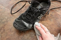 cleaning shoes aamiriat