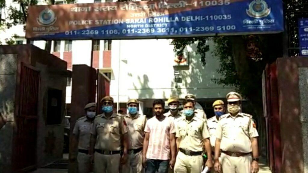 भगोड़े हत्यारे को सराय रोहिल्ला थाना पुलिस ने किया गिरफ्तार, आरोपी के पास से हथियार भी बरामद।