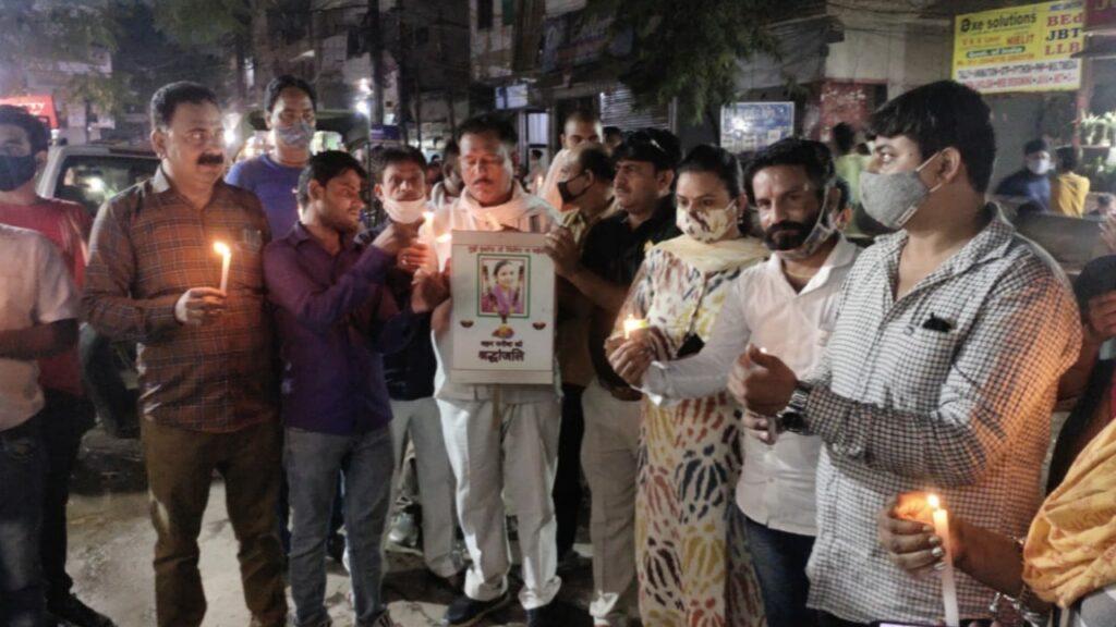 दिल्ली के गीता कॉलोनी में हाथरस गैंग रेप हत्या कांड पर काँग्रेस का केंडल मार्च।