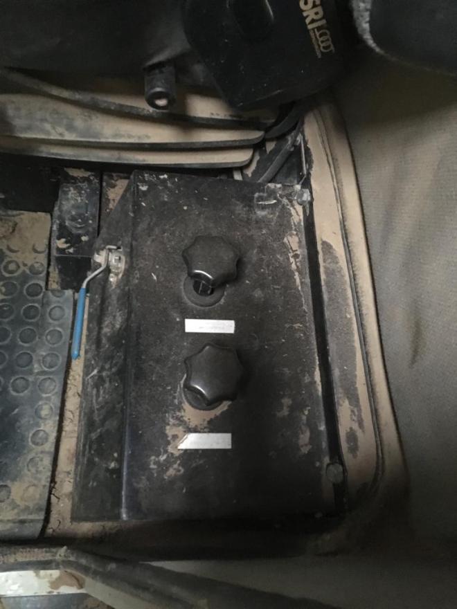 detail van de cabine van de AVR ARB 260