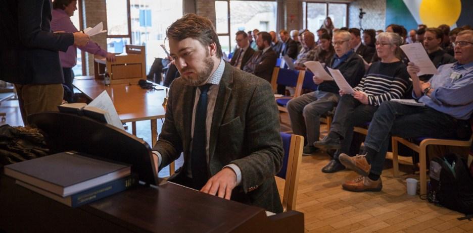 Pianisten leder slagets gang. Fotografi: Carsten Pedersen