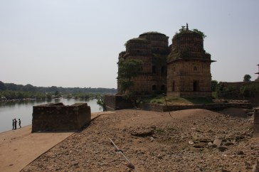 Riverside and Tombs