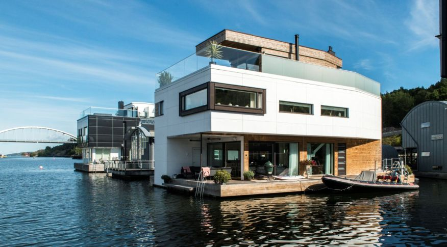 clad floating
