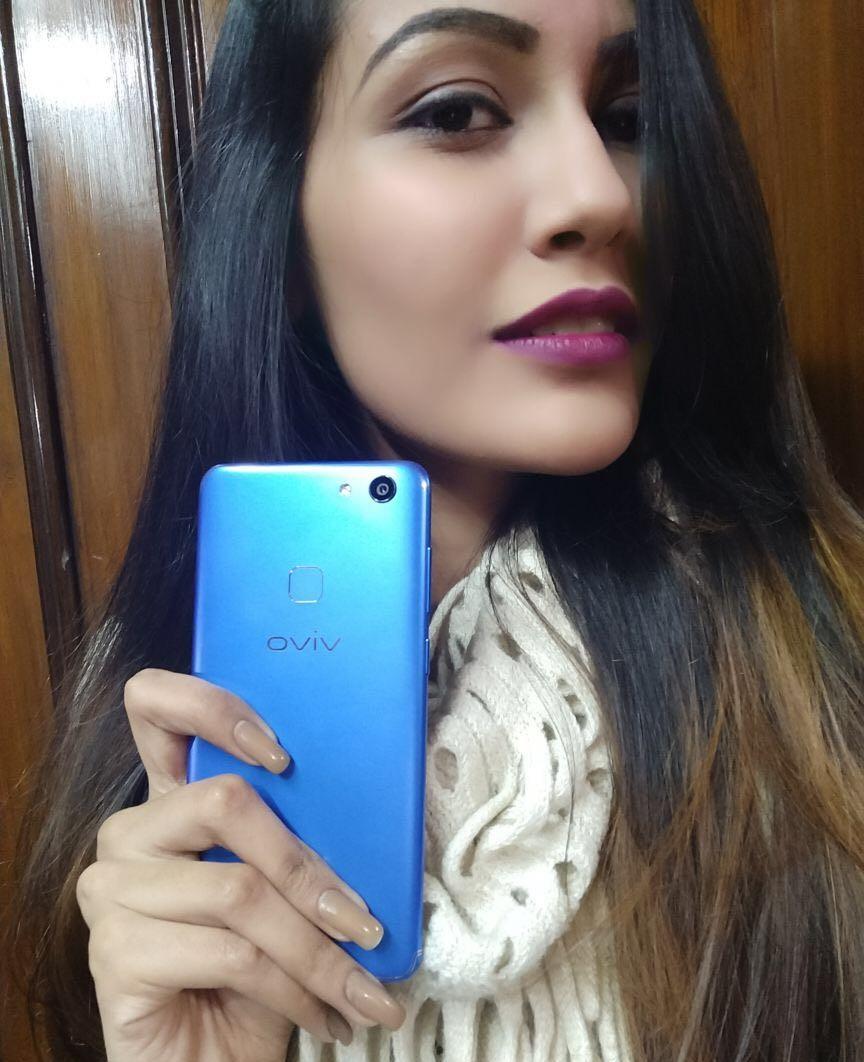 Aashna Malani x Vivo V7 Energetic blue