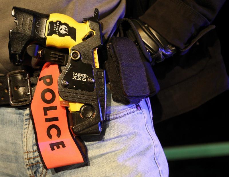 Policía Nacional francesa Taser