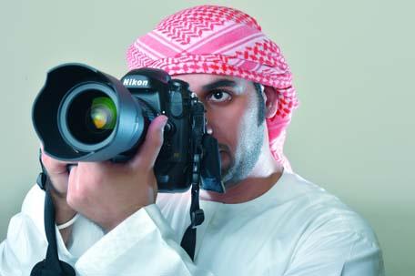 محمد البلوشي.. يغازل العين بالعين