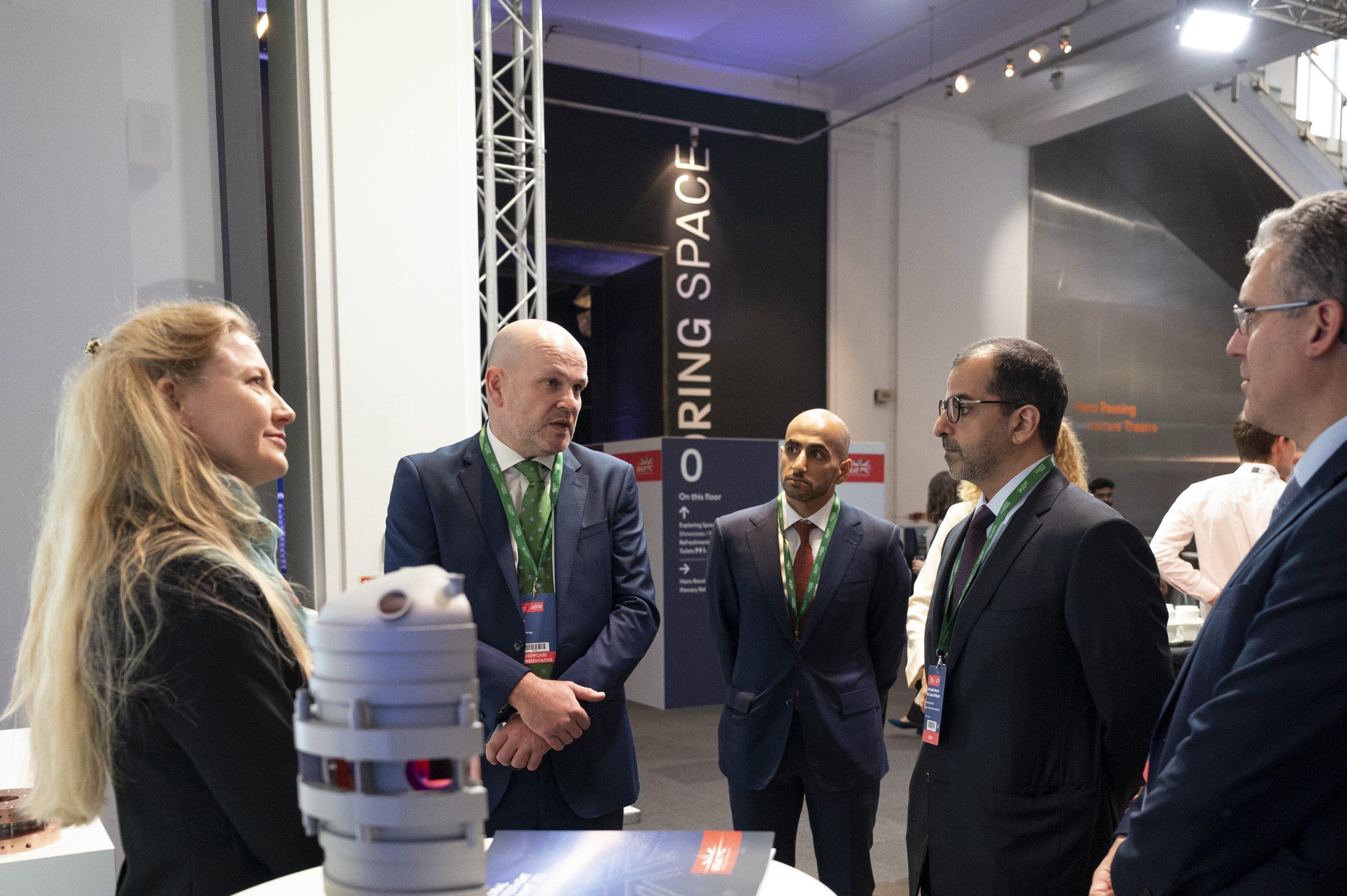 حامد بن زايد يشارك في قمة الاستثمار العالمية 2021 في بريطانيا ويلتقي عددا من المشاركين