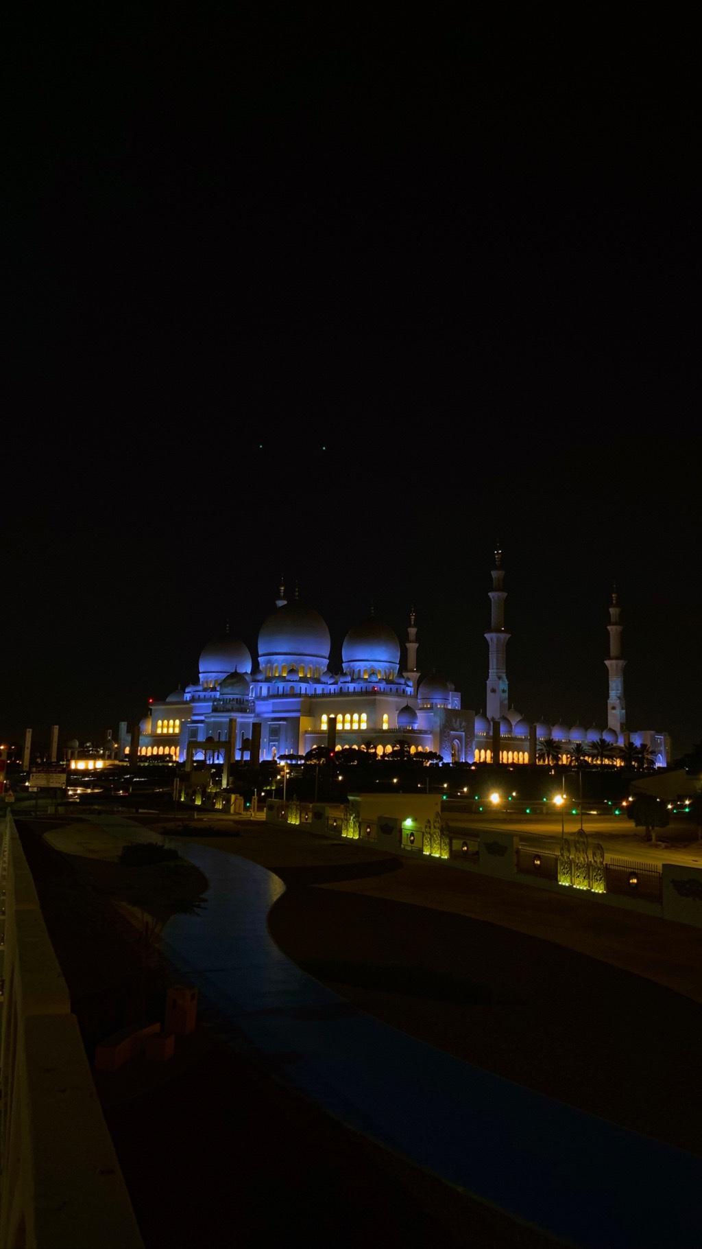 جولة في العاصمة ابوظبي