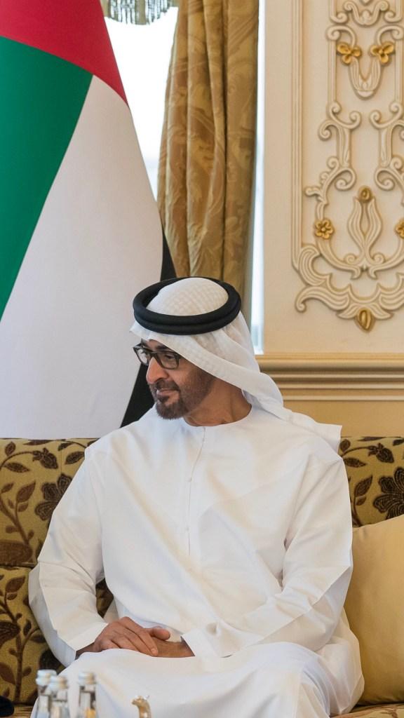 محمد بن زايد يتلقى رسالة خطية من رئيس وزراء اليابان تتعلق بتعزيز علاقات الصداقة والتعاون بين البلدين