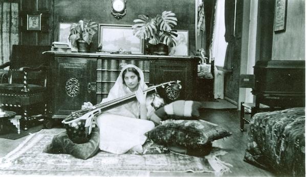 Noor Inayat Khan playing the vina. Courtesy the Nekbakht Foundation