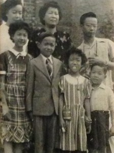 Pearl (L) with family members in the 1940s. (Courtesy: Chow family)