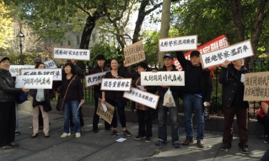 Chinese street artists protest against tickets.