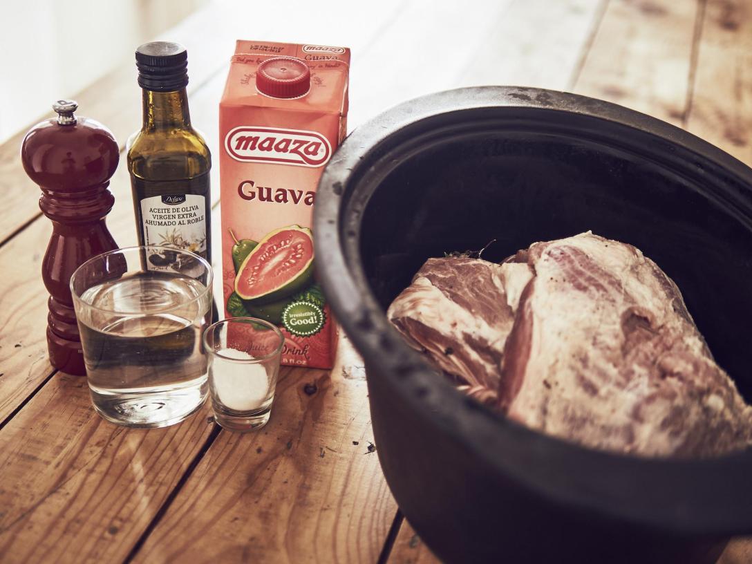 Kalua Pig Pulled Pork a baja temperatura en olla de hierro Le Creuset