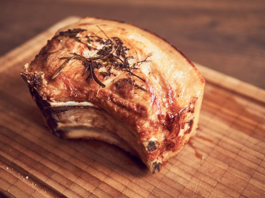 Chuleta de cerdo sous vide y frita