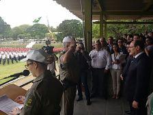 Comandante-geral da BM apresenta a tropa ao governador José Ivo Sartori para início da solenidade.