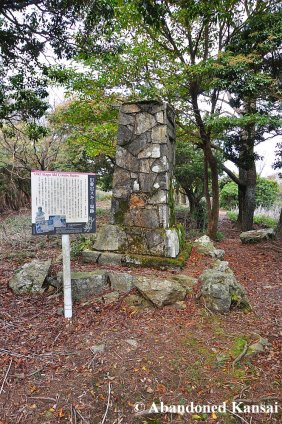 Info Sign (2006) Next To A Memorial (1939)
