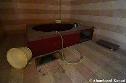Love Hotel Tub
