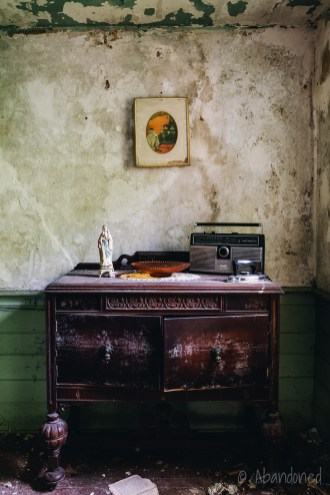 Vintage Radio at the Stone Clove Boarding House