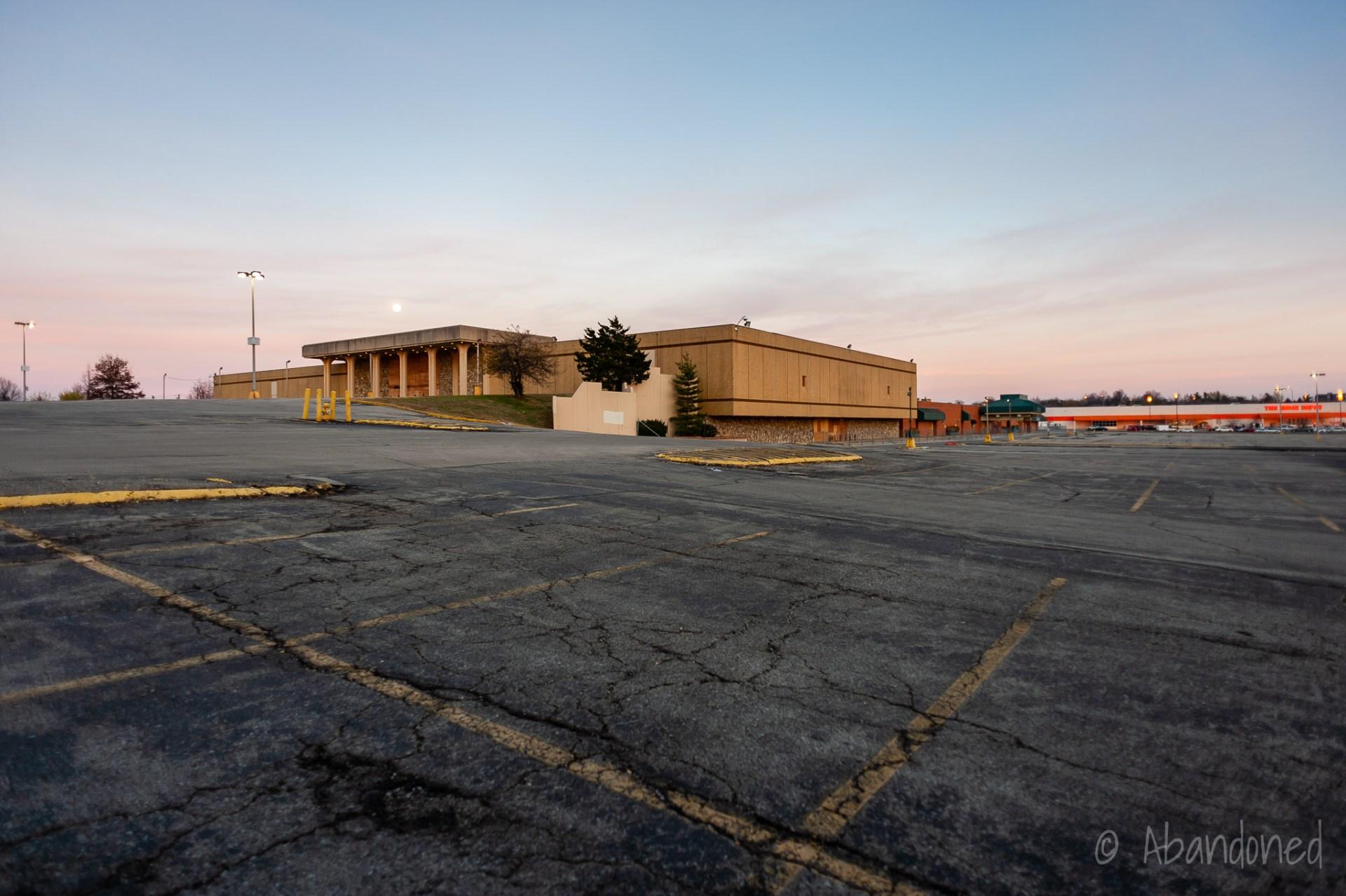 Lexington Mall   Abandoned