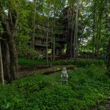 Horace Burgess's Treehouse