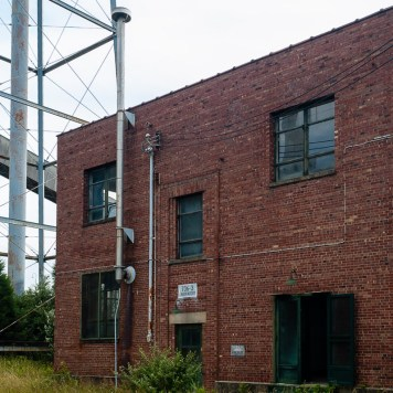 A view of Laboratory Building 706-3 in 2007.