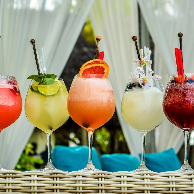 A Rainbow of Cocktails: How to make Drinks by Color