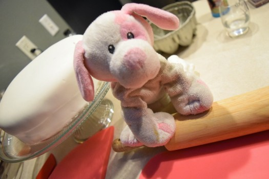 making polka dot cake fondant