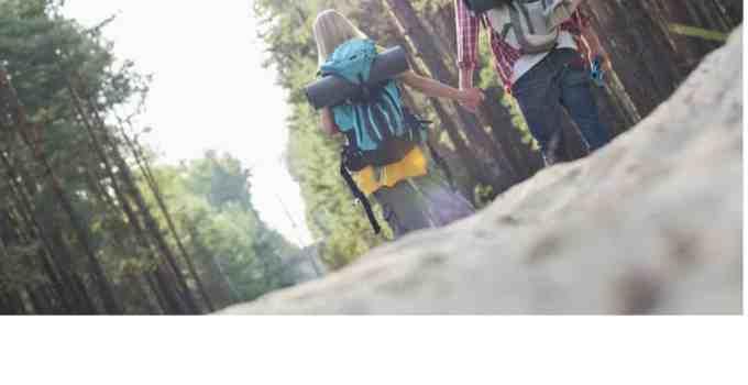 escursionisti nel bosco