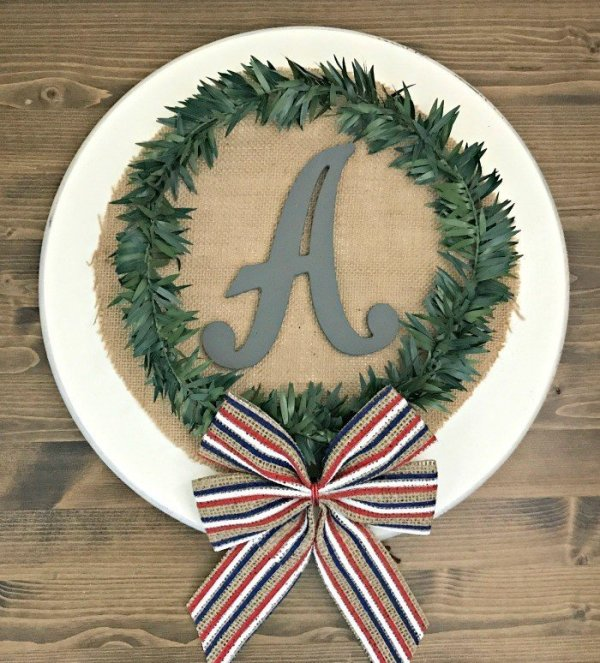 12 Pretty Ideas for a quick and easy burlap sign decor or wreath with Initial or monogram.