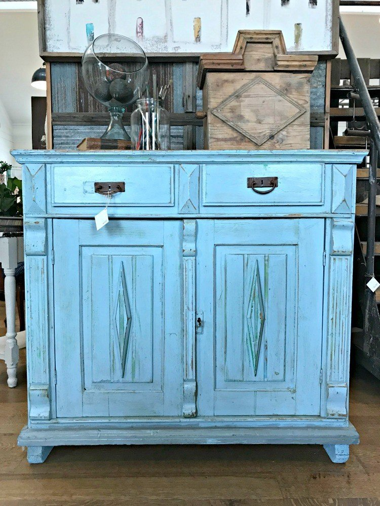 Another fantastic furniture makeover with blue paint distressing. The Spring and Fall Round Top Texas Antiques and Flea Markets are great! BUT you can find Fun, Art & Furniture Shopping in Round Top, Texas year round, guys! Check out photos from the shops in town. #RoundTop #TexasTravel #AbbottsAtHome