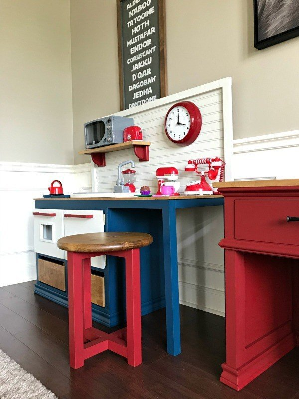 Works as a table or extra seating! This quick 1 hour, $20 build makes great DIY Easy Stool Seating or a DIY Round Side Table. With tips on adjusting the height to work for kids and adults. #AbbottsAtHome #DIYFurniture #KregJig #Stool #SideTable