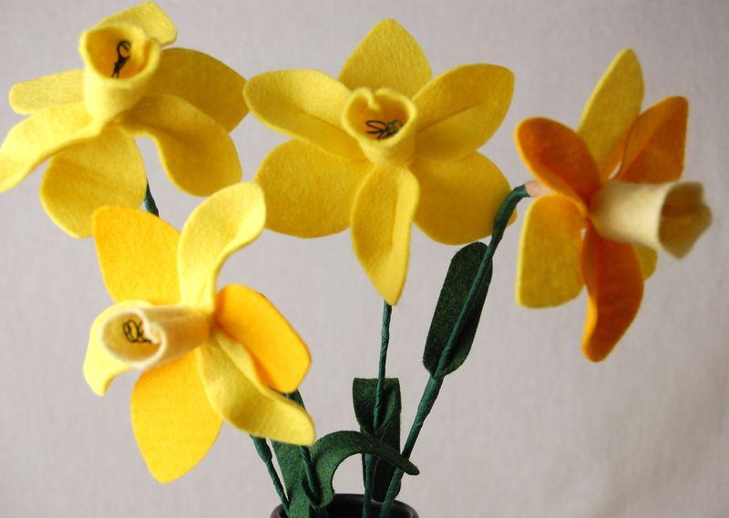 Felt daffodil 2