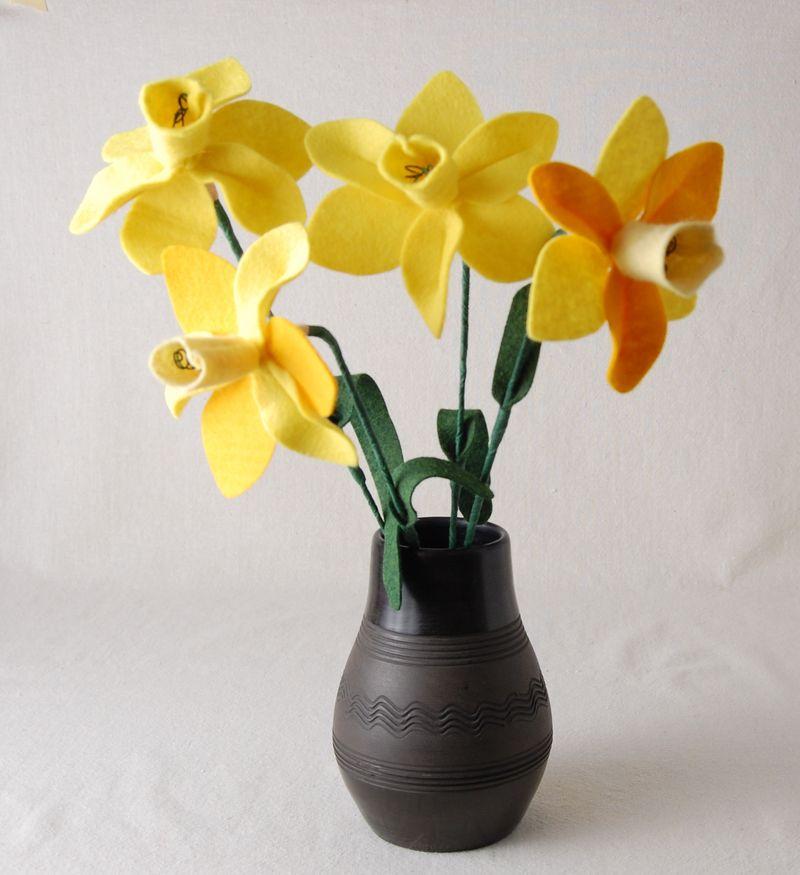 Felt daffodil