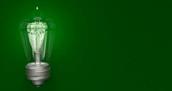 lampada-de-luz-brilhando-no-fundo-com-espaco-conceito-de-eletricidade_34259-35