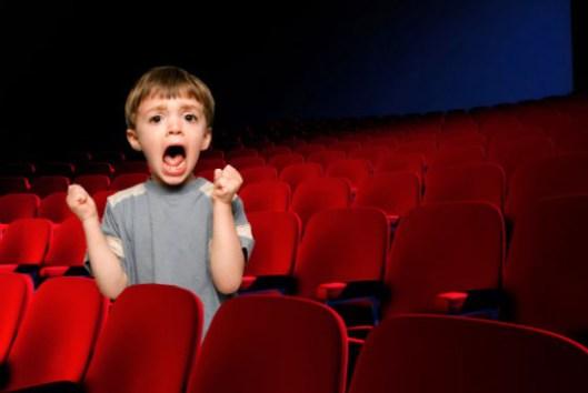 Resultado de imagen para niño en el cine llorando