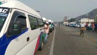Photo of Protestan transportistas de la Costa Grande; exigen que paren líneas de autobuses