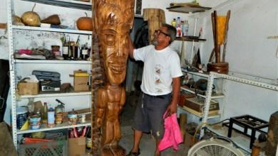 Photo of Gil Abarca concluyó la escultura de un Tiki hawaiano