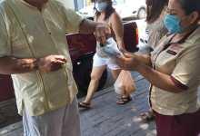 """Photo of Panaderia """"Armida"""" realiza labor social al regalar cientos de cubre bocas a la población"""