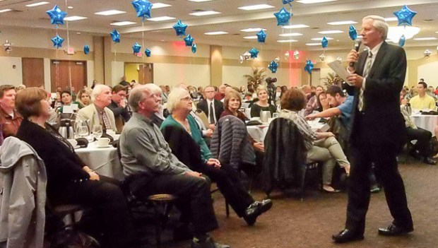 Bruce Remme addresses Rochester Banquet.