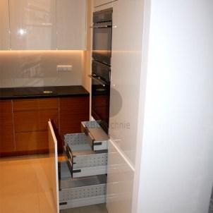 optymaizacja miejsca w szafkach kuchennych