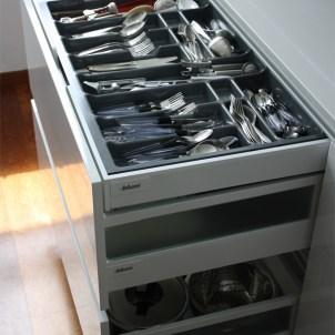 miejsce w szafkach kuchennych organizer kuchnia
