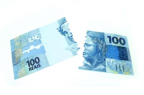 O que significa sonhar com dinheiro rasgado?