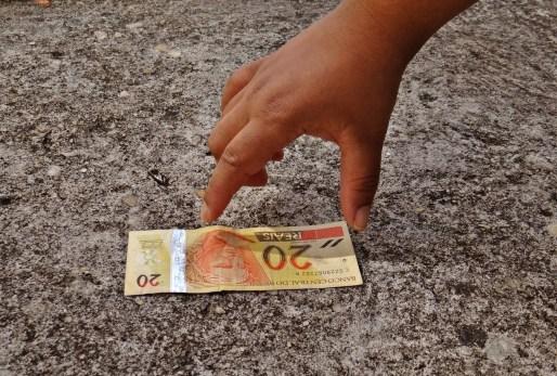Sonhar que está achando dinheiro, o que significa?