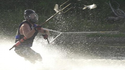 ht carp fishing pitchfork 2 thg 120919 wblog Fish Hunters Use Pitchforks, Water Skis to Hunt Asian Carp