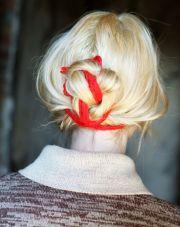tie yarn messy bun hair