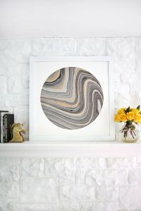 Easy wall art ideacircle mat around marbled paper! (click