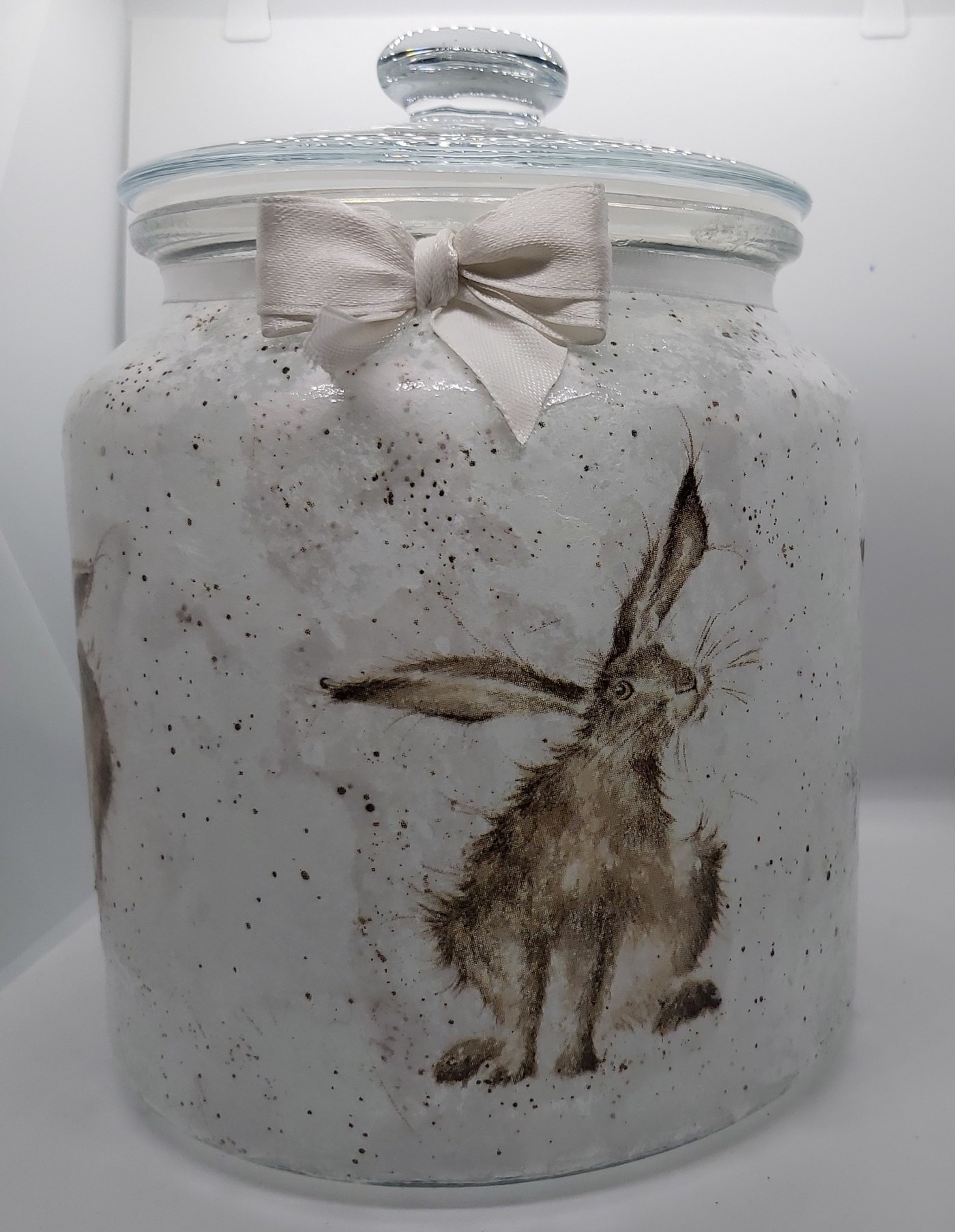 Decorated glassware: Candy jar: Hares