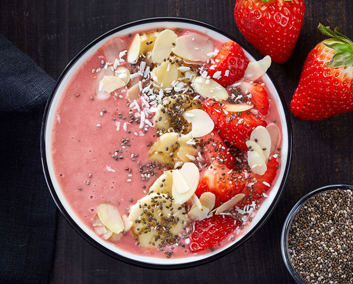 paleo strawberry smoothie bowl
