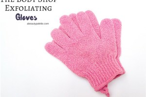 The Body Shop Exfoliating Bath Gloves