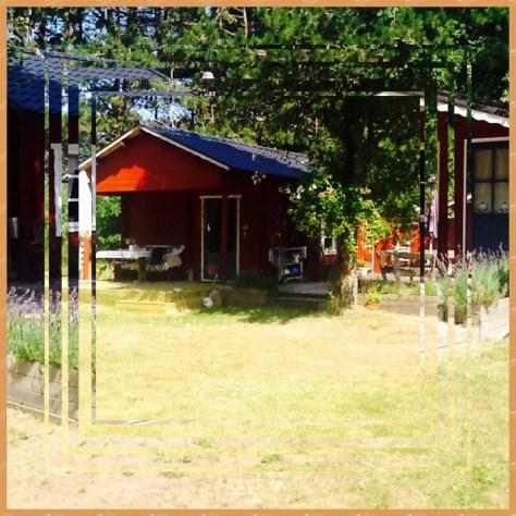 Vores lille hus med em skøn lige så lille terrasse!